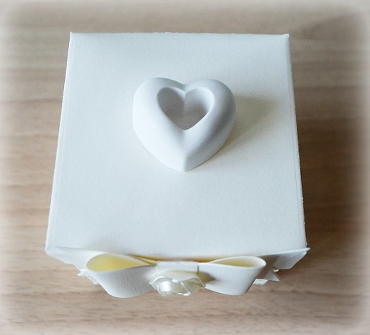 Bomboniera Matrimonio scatolina cubica avorio cuore in ceramica 1