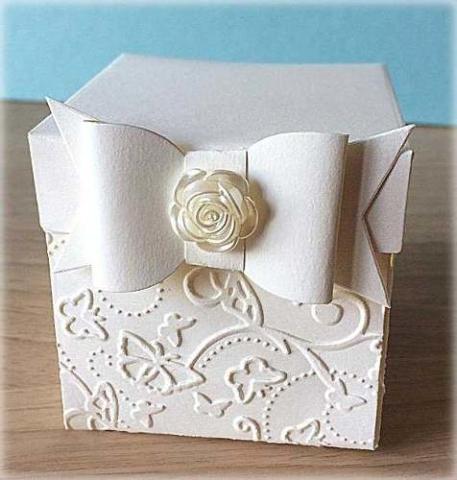 Bomboniera Matrimonio scatolina cubica avorio fiocco e rosa madreperla 1