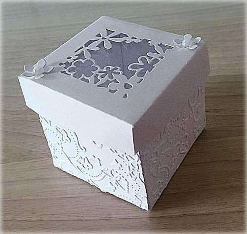 Bomboniera Matrimonio scatolina cubica bianca traforo primavera 2
