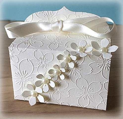 Bomboniera Matrimonio scatolina rettangolare avorio cascata di fiori 5
