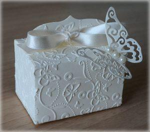 Bomboniera Matrimonio scatolina rettangolare avorio con farfalla 1