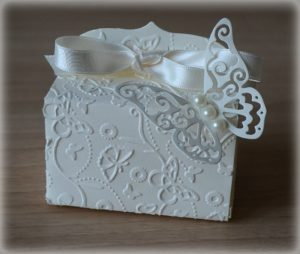 Bomboniera Matrimonio scatolina rettangolare avorio con farfalla 5