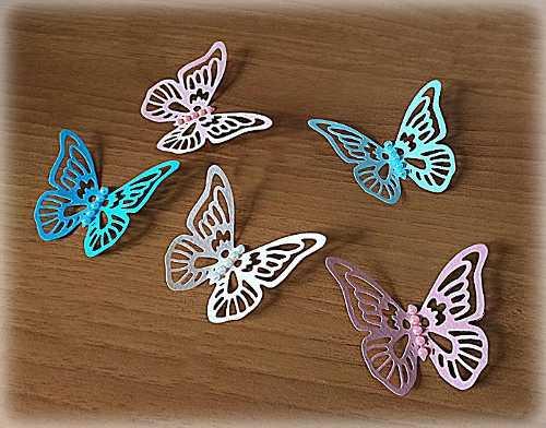 Farfalle con perle decorazioni  per creare una bomboniera su misura 3