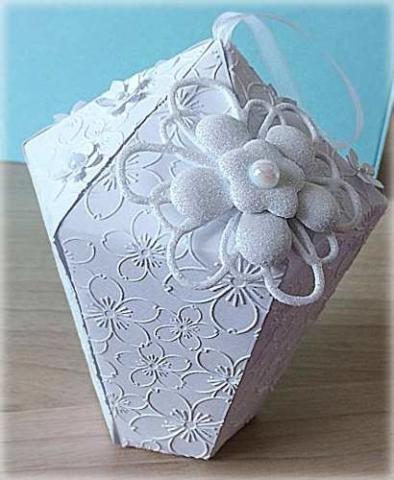 Scatolina a Lanterna con fiore glitterato perla e rileivi a fiori