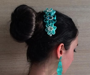 Accessorio per capelli da cerimonia decorato con fiori in raso verde acqua swarovski e perle di fiume - Ceremony hair comb, decorated with green water sat 05