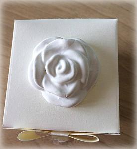 Bomboniera Matrimonio scatolina cubica avorio rosa in ceramica 2