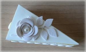 Bomboniera Matrimonio scatolina triangolare avorio rametto con rosa 1