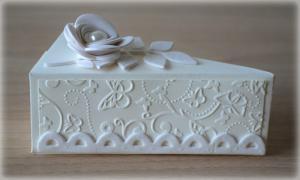 Bomboniera Matrimonio scatolina portaconfetti triangolare avorio rametto con rosa