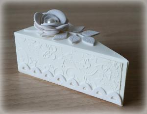 Bomboniera Matrimonio scatolina triangolare avorio rametto con rosa 3
