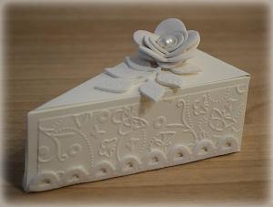 Bomboniera Matrimonio scatolina triangolare avorio rametto con rosa 7