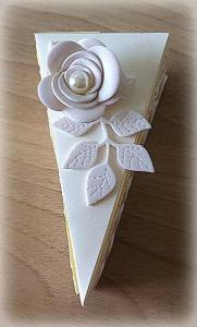 Bomboniera Matrimonio scatolina triangolare avorio rametto con rosa 8