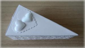Bomboniera Matrimonio scatolina triangolare bianca due cuori 1