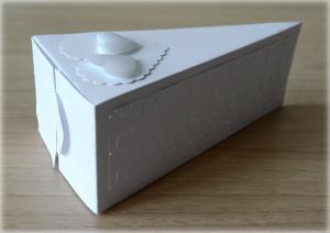Bomboniera Matrimonio scatolina triangolare bianca due cuori 3