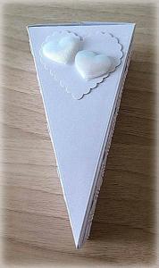 Bomboniera Matrimonio scatolina triangolare bianca due cuori 7