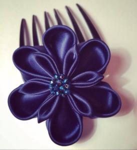 accessorio per capelli da cerimonia in raso blu con perle 04