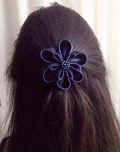 accessorio per capelli da cerimonia in raso blu con perle 05