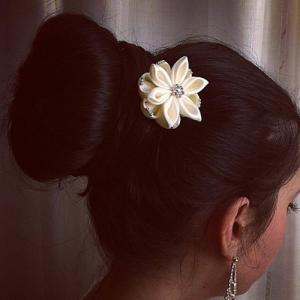 accessorio per capelli da sposa per matrimonio fiore bianco con cristalli 02
