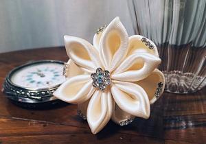 accessorio per capelli da sposa per matrimonio fiore bianco con cristalli 04