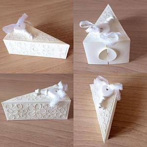 bomboniera fetta di torta da matrimonio decorata con chiave a cuore e fiori visione completa