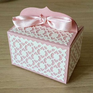 bomboniera rettangolare rosa battesimo femmina con fiocco e decorazioni 3